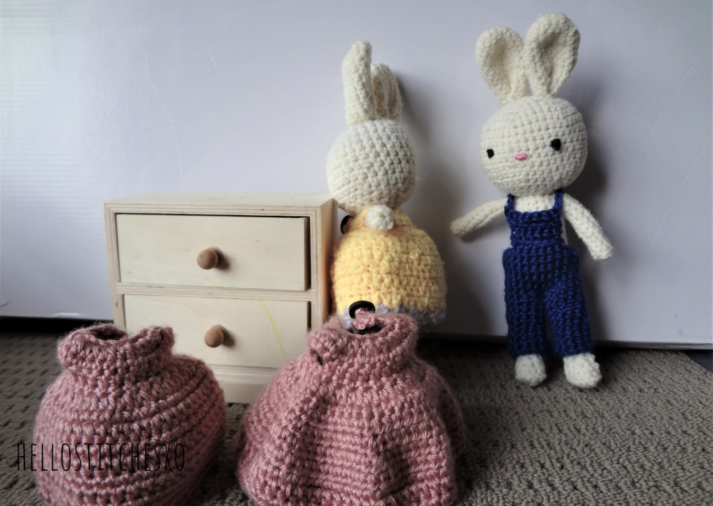 amigurumi-rabbit-with-change-of-clothes