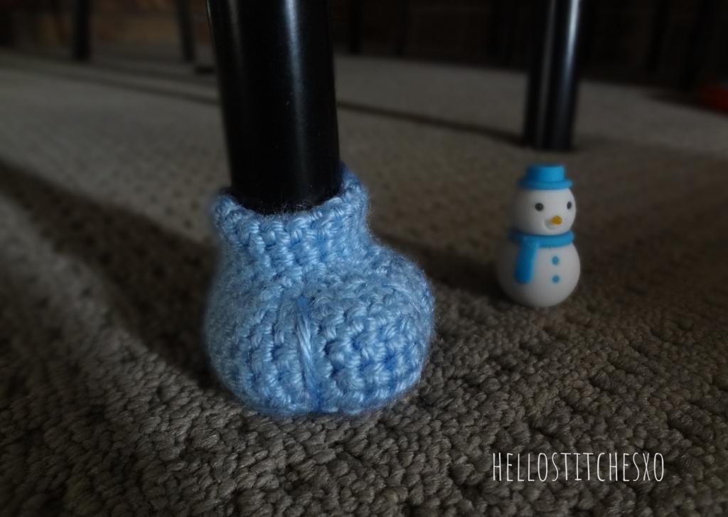 Crochet furniture feet pads