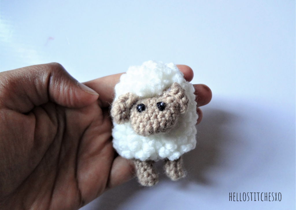 Amigurumi-sheep-brooch