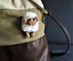 sheep-amigurumi-pin