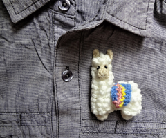Crochet brooch pattern for a cute Llama