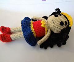 Wonder Woman toy – a free crochet/amigurumi pattern