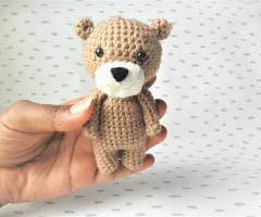 Learn to crochet your first amigurumi bear – beginner
